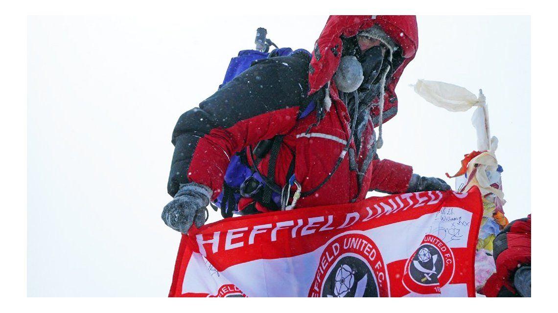 Le diagnosticaron cáncer terminal y escaló el Everest