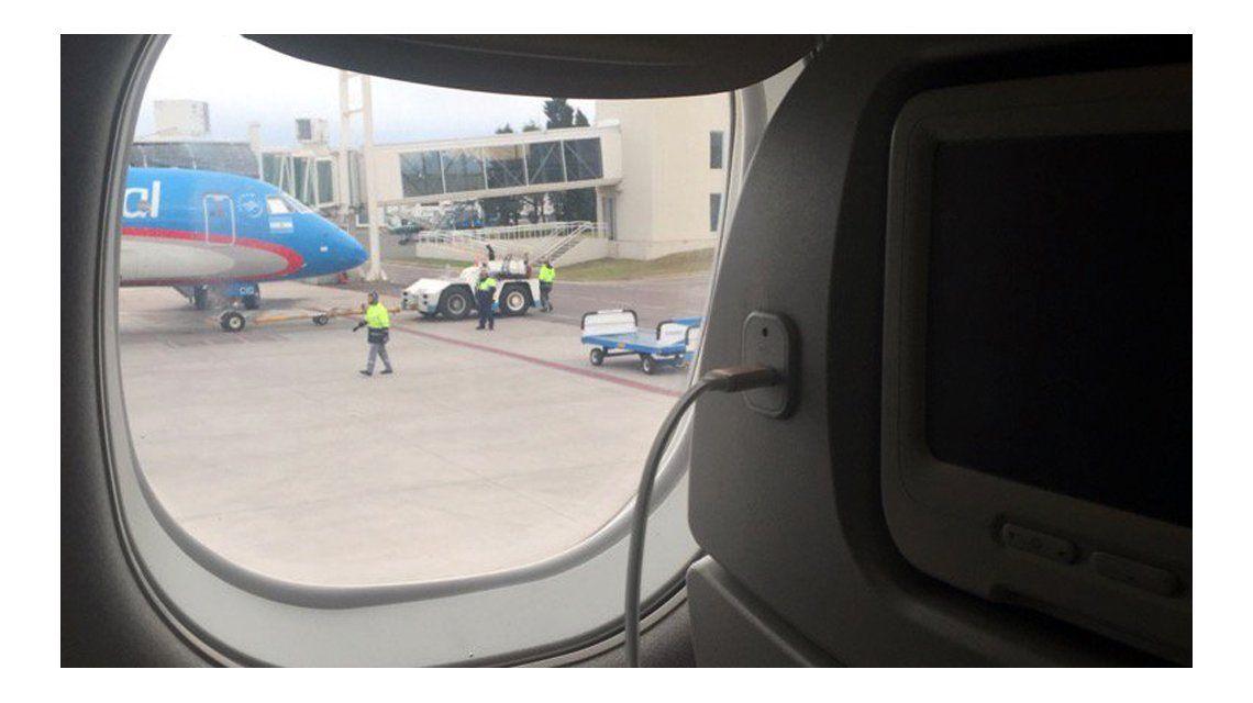 Avión de Aerolíneas aterrizó de emergencia para salvar a una pasajera