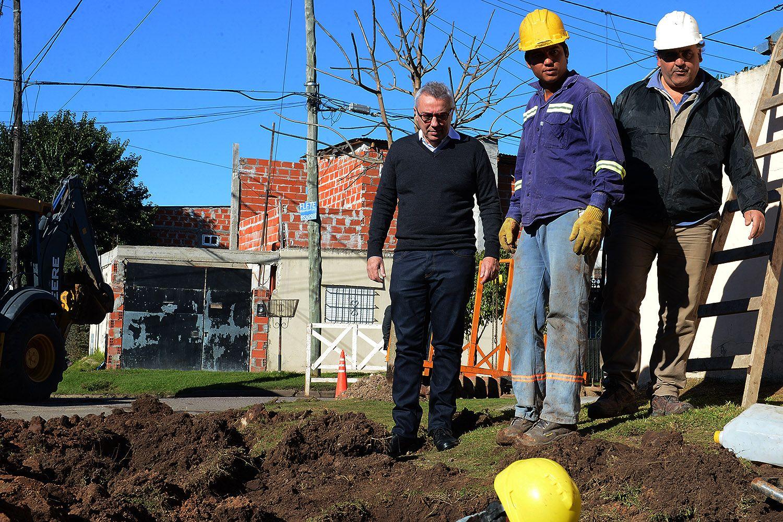Zamora recorrió las obras de tendido de agua potable en distintos barrios de Tigre