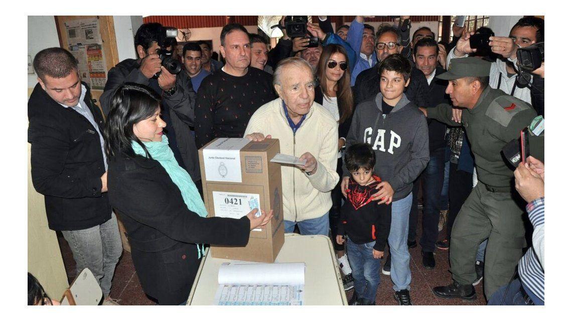 Menem se postuló para unnuevo mandato como senador y la Corte debe decidir su legalidad
