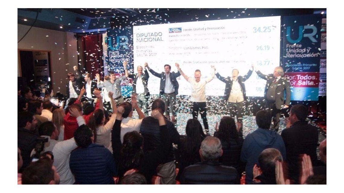 Juan Manuel Urtubey celebrando con sus candidatos