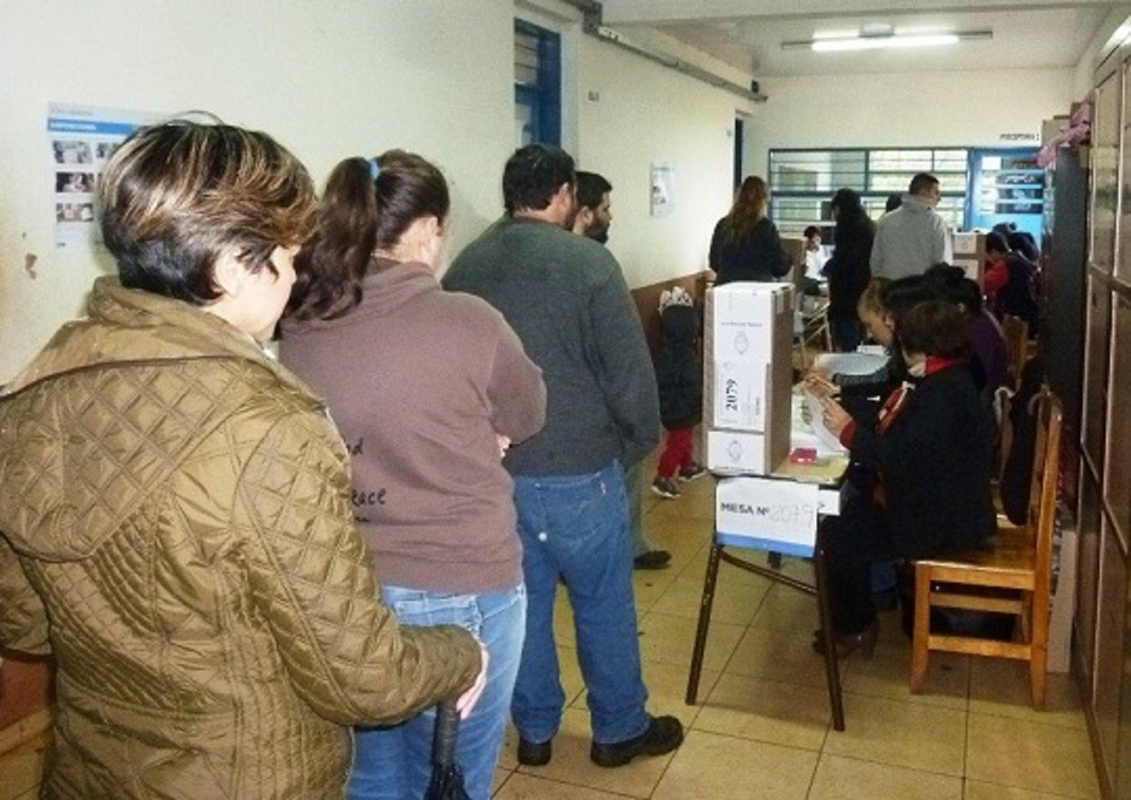 PASO 2017: al menos 200 paraguayos intentaron votar en Posadas con DNI no apto
