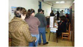 Al menos 200 paraguayos  intentaron votar en Posadas con un DNI no apto