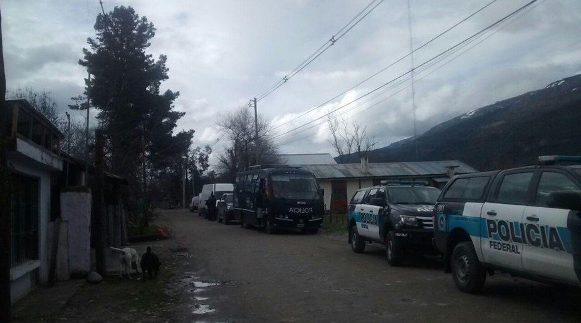Allanaron la casa donde vivía a Santiago Maldonado en El Bolsón