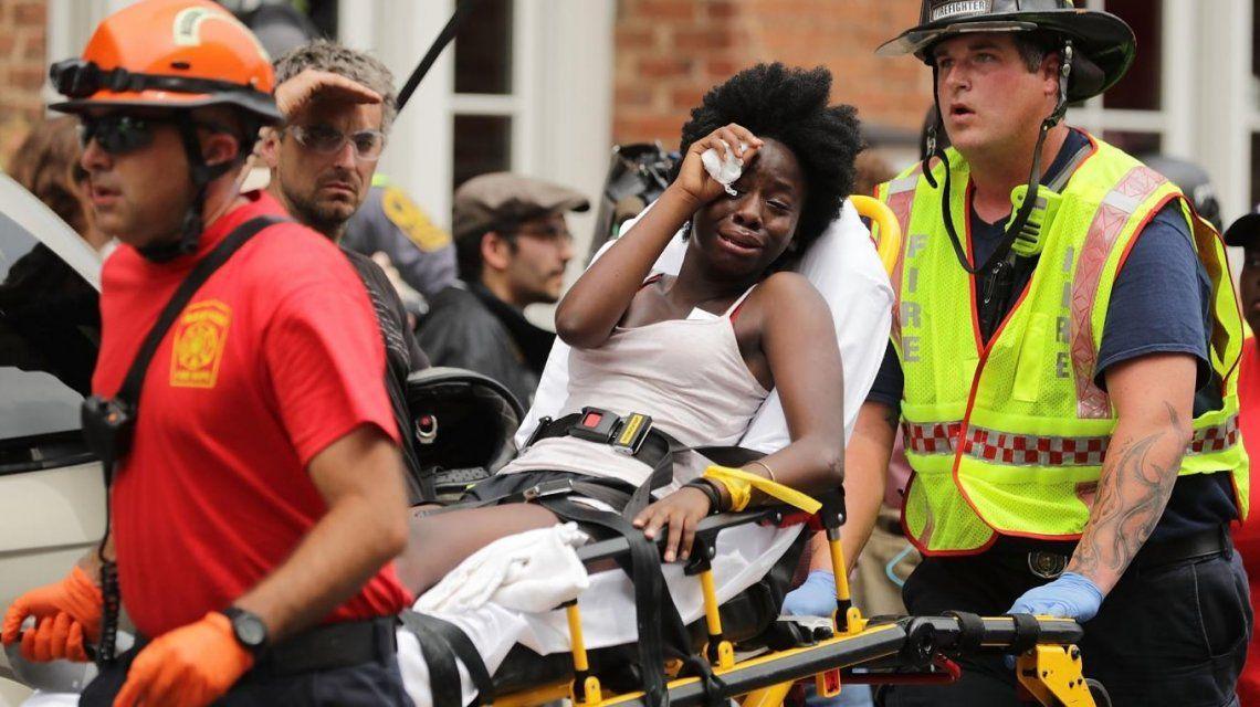 Un auto atropelló a afroamericanos tras marcha racista en EE.UU.: un muerto