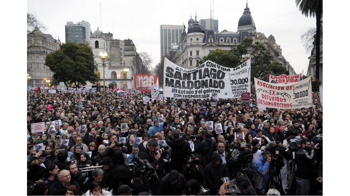 Masiva marcha por la aparición de Santiago Maldonado