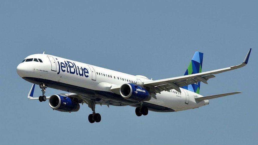 El avión aterrizó de emergencia con su tripulación intoxicada<br>