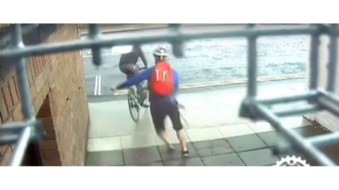 Quisieron robarle la bicicleta