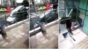 insolito accidente: confundio una escalera con la entrada de un estacionamiento