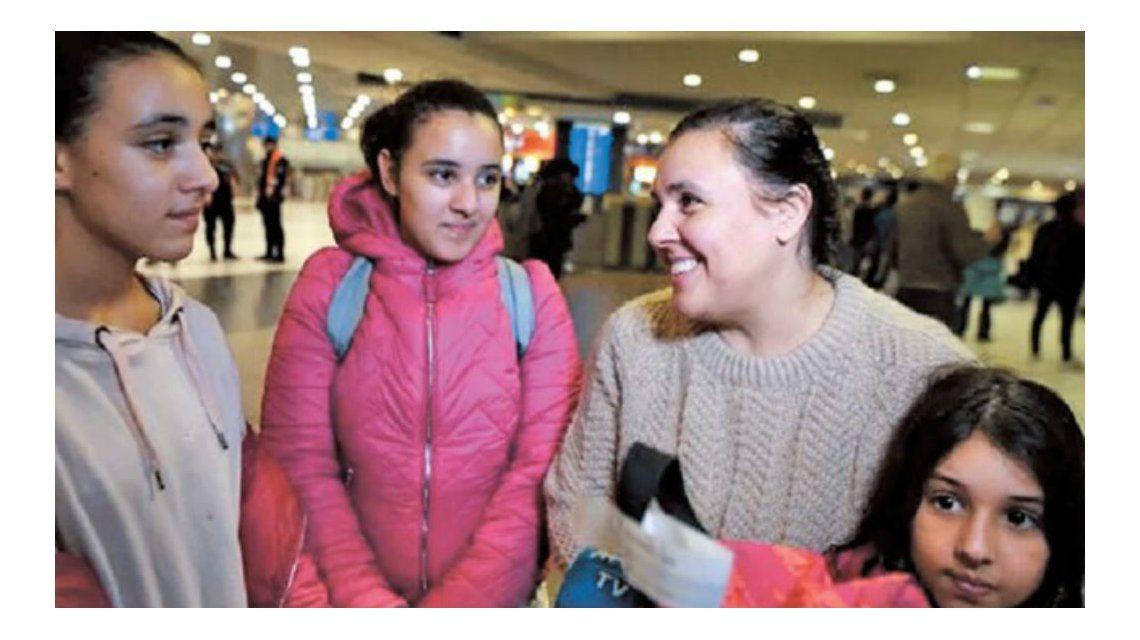 La familia varada en Qatar volvió al país gracias al presidente del PSG