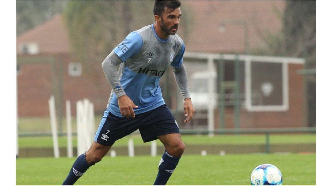 El capitán aún no renovó su contrato con el club (foto: sitio oficial Vélez)
