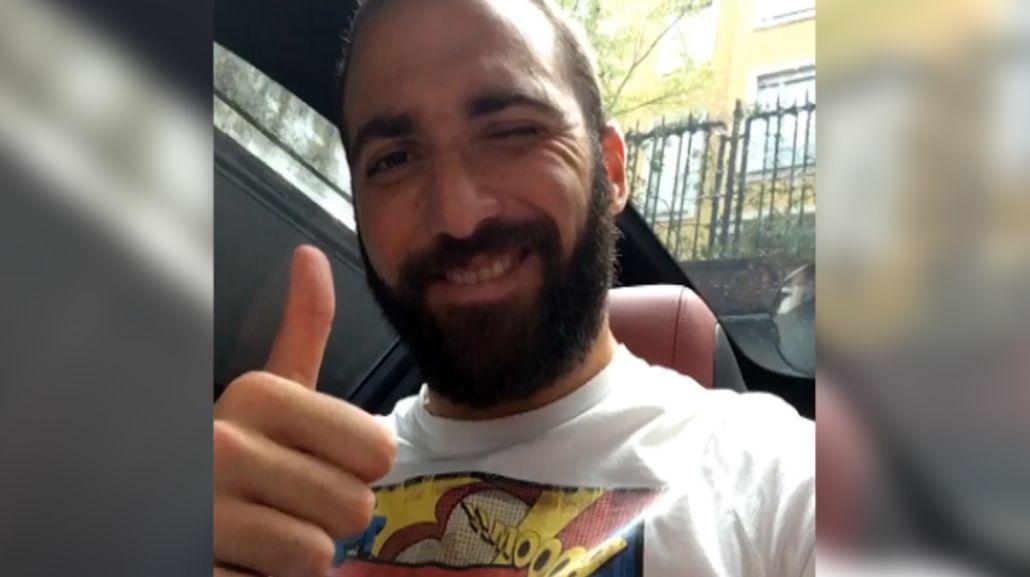 Gonzalo Higuaín subió un video cantando...¡y le erró a la letra!