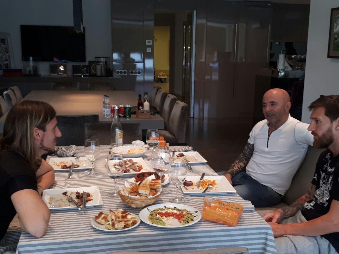 Messi recibió a Sampaoli en su casa: almuerzo y charla de fútbol