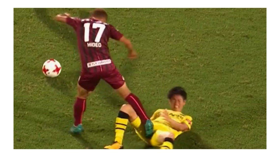 Tanaka calculó mal y vio la roja