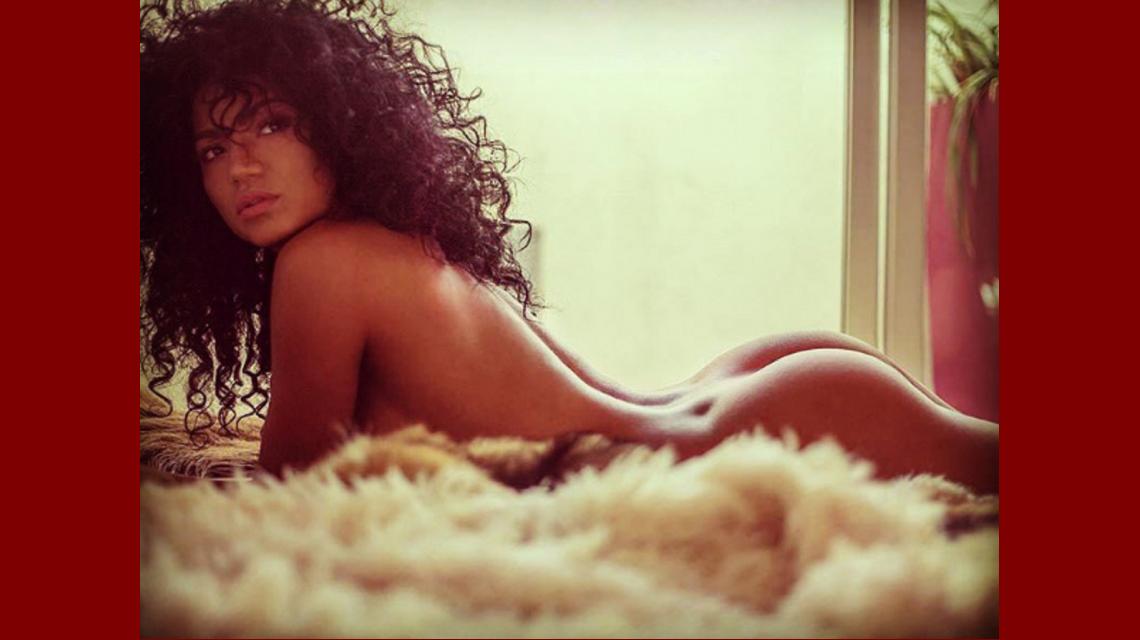 El explosivo video de Kate Rodríguez desnuda en una producción de fotos