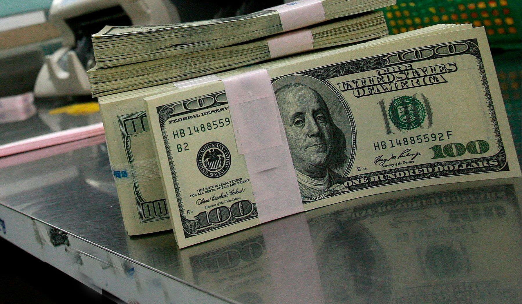 El dólar se dispara 34 centavos y se vende a 19,30 pesos