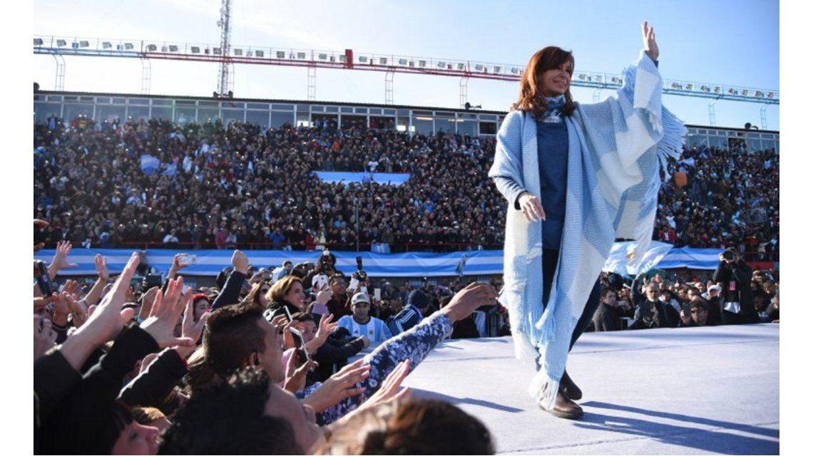 Cristina Kirchner sigue liderando las encuestas en la Provincia