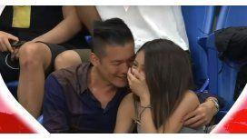 La kiss cam tomó a una pareja en un momento incómodo