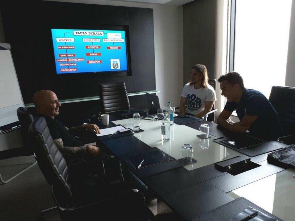 De gira por Europa, Sampaoli le mostró a Dybala su plan maestro