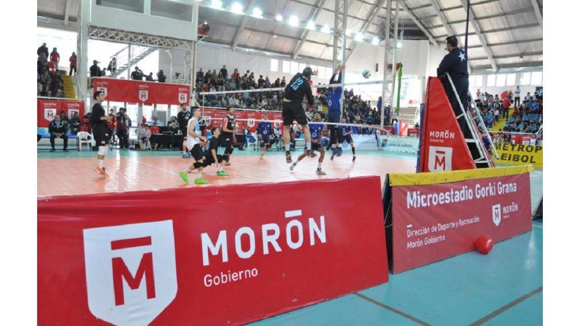 UAI Urquiza ganó y estiró la definición de la Liga Metropolitana de Voley ante Lomas