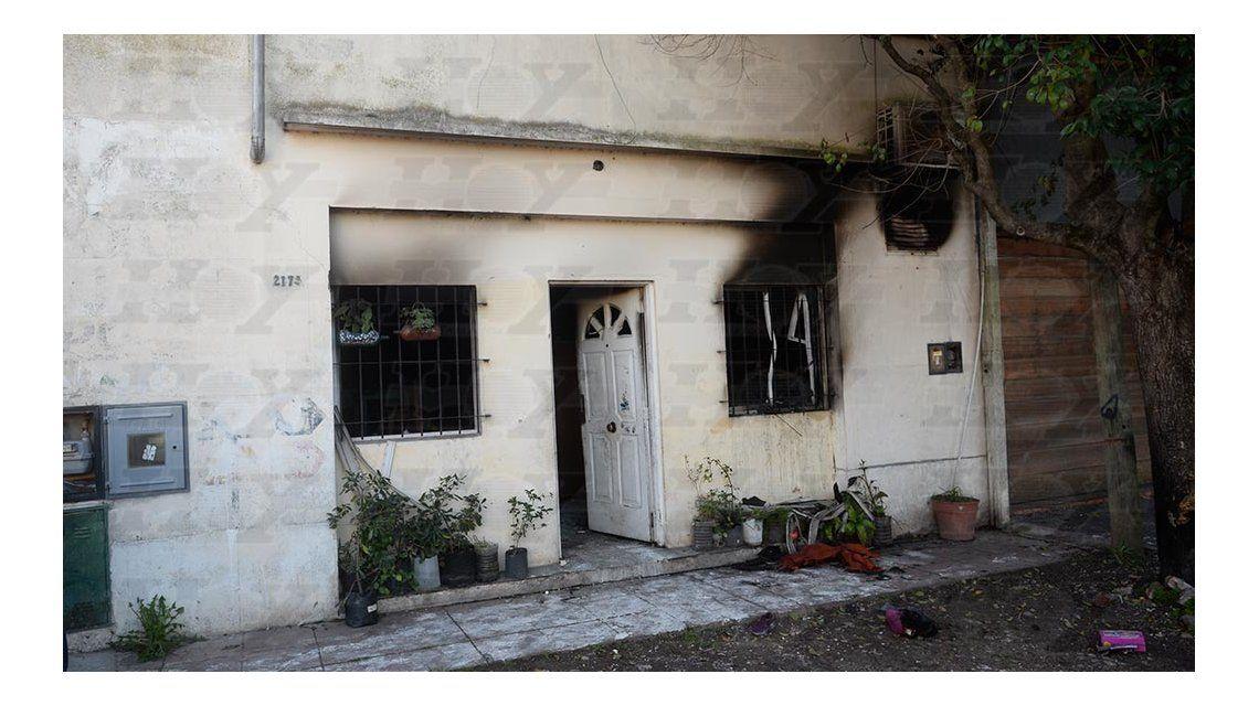 Una discusión política con sus hijos terminó con una casa incendiada