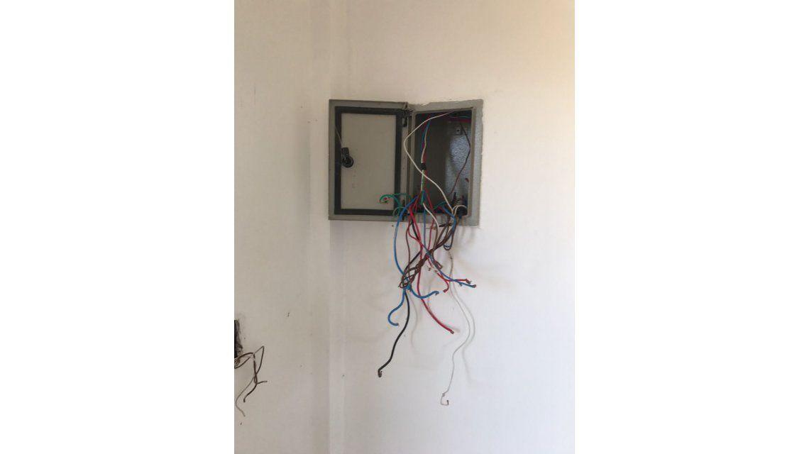 La casa no tiene conexion eléctrica