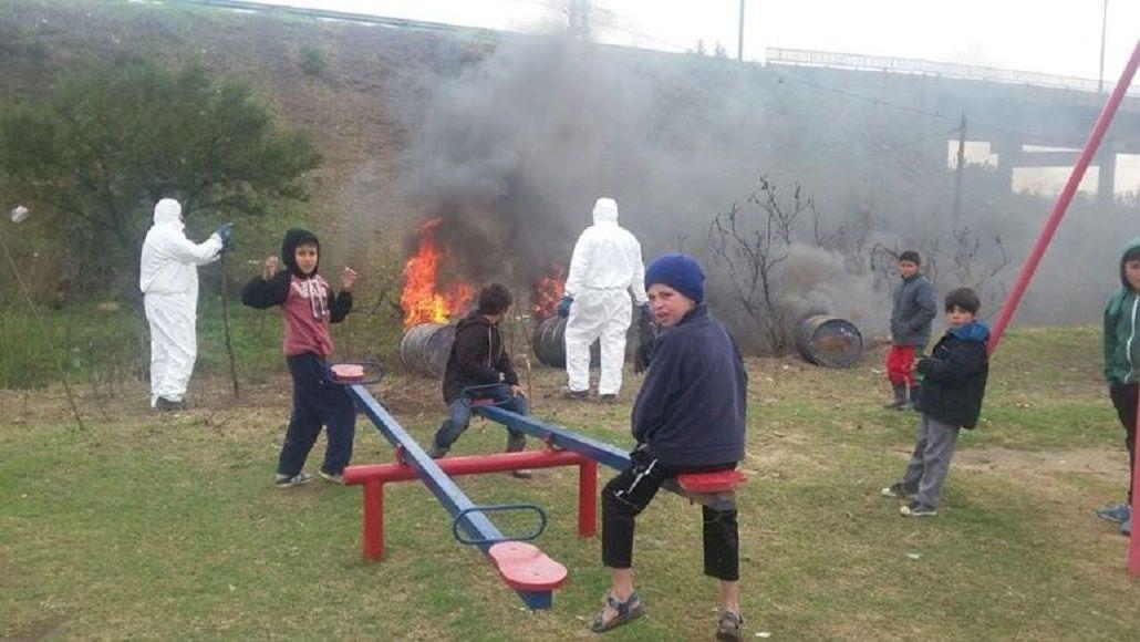 La quema se hizo en la plaza de un barrio rosariono el fin de semana