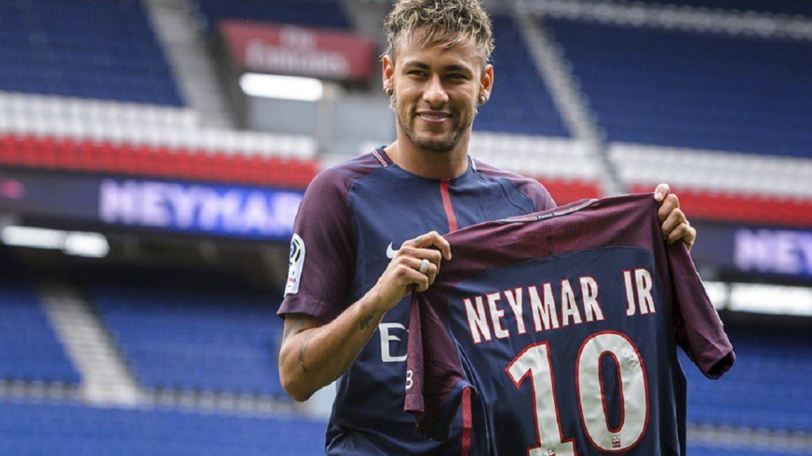 Es oficial: Neymar debutará el domingo en el Paris Saint Germain