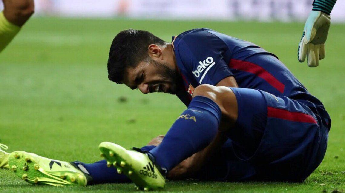 Luis Suárez quejándose de dolor