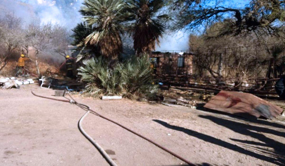 Los agresores quemaron la casa de la víctima
