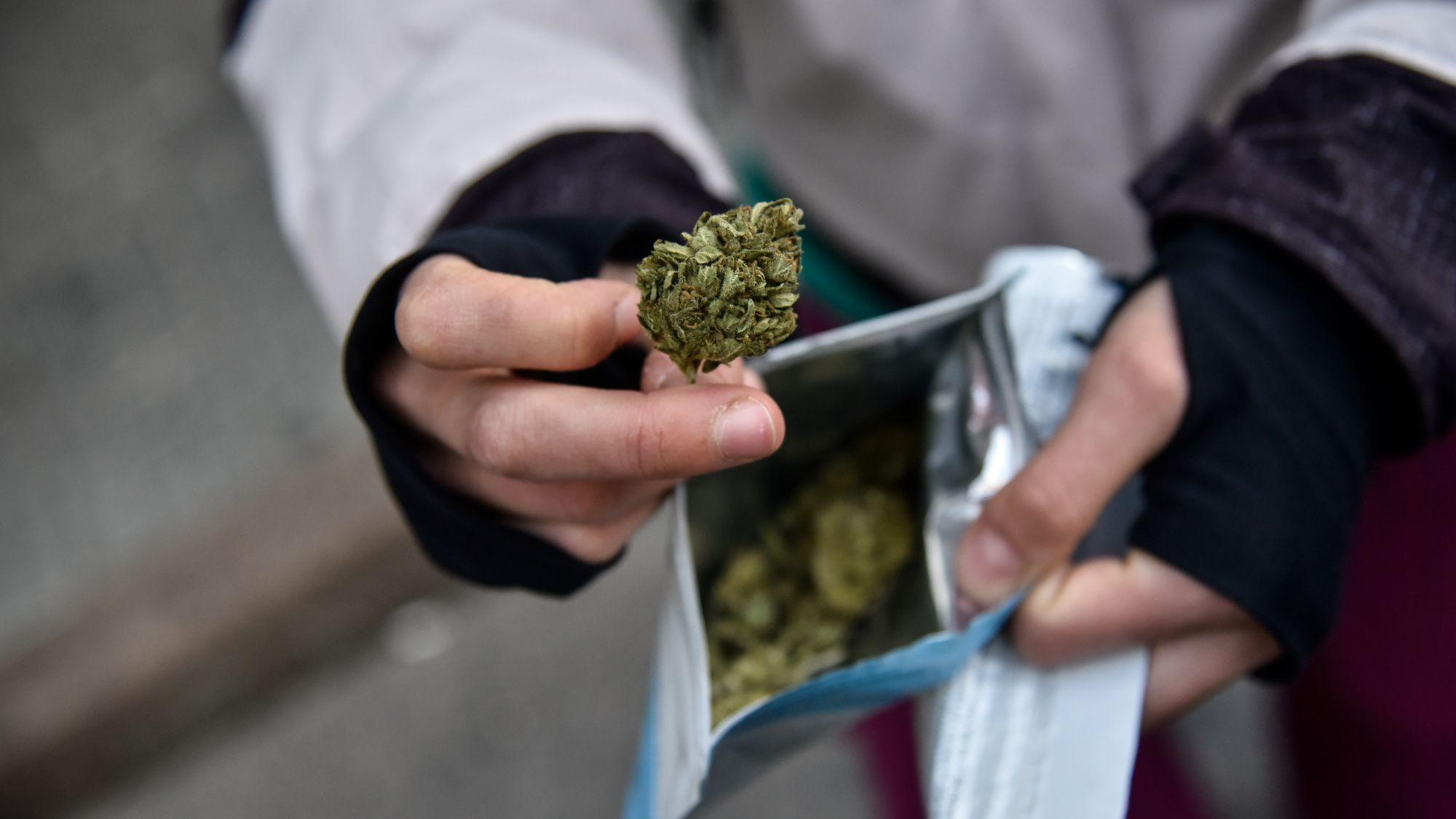 Los bancos ponen en jaque a la venta de marihuana