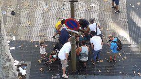 panico en barcelona: una camioneta atropello a varias personas