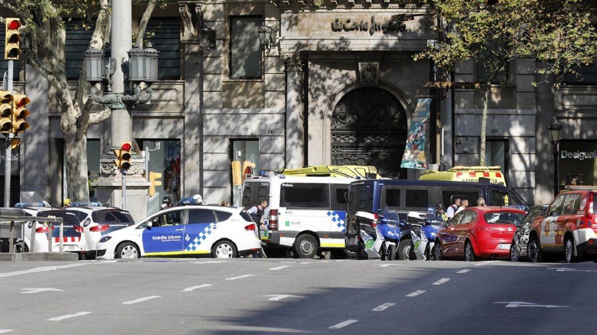 El operativo policial en Barcelona luego de que una camioneta matara a