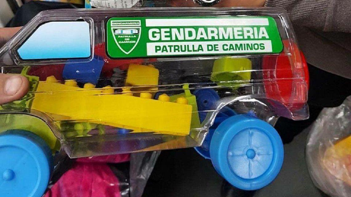 Por el Día del Niño, la Ciudad regala camioncitos de Gendarmería