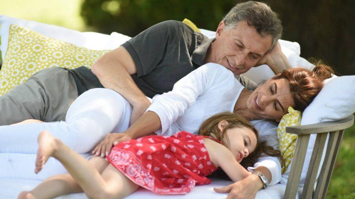 El presidente admitió que duerme con su hija toda la noche