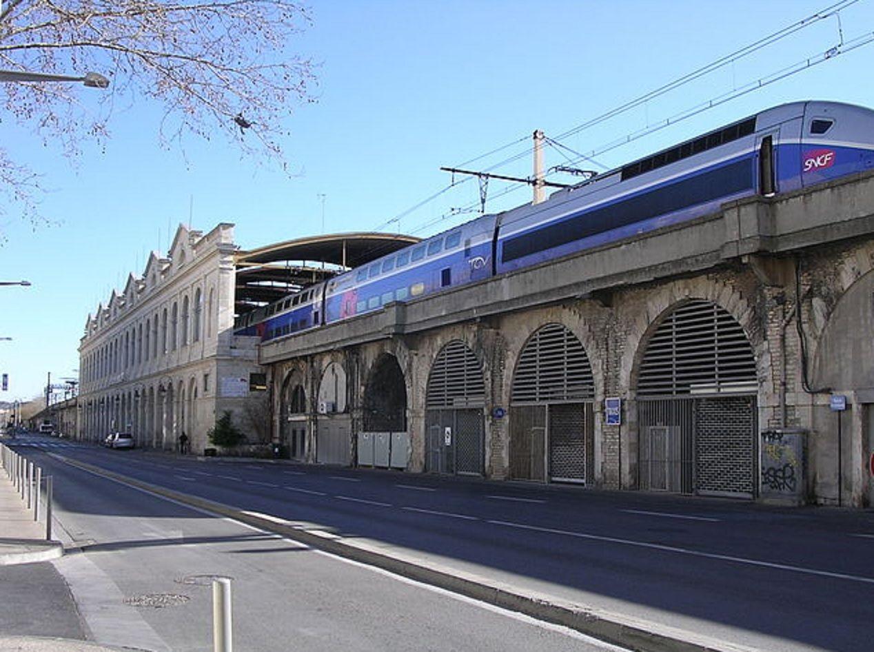 Evacuaron la estación de trenes de Nimes