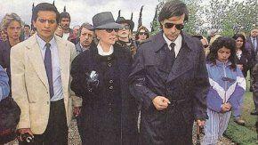 Mirtha Legrand junto con su hijo Daniel durante el entierro de Tinayre padre.