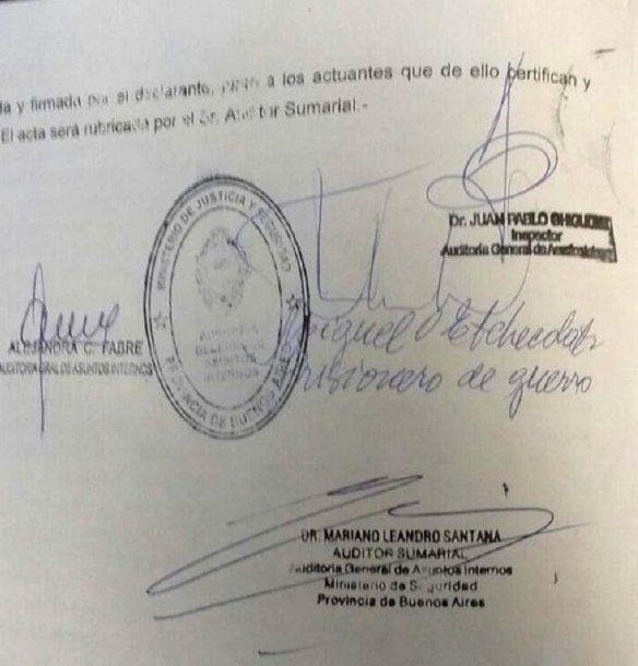 <div>Cuando firmó la exoneración, Etchecolatz escribió: