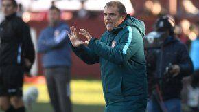 El entrenador uruguayo, cada vez más resistido