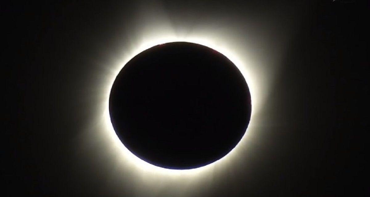 VIDEO: Así se vio el eclipse total en Estados Unidos después de 100 años