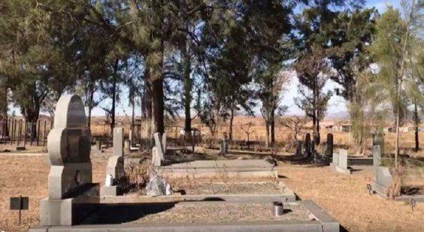 Algunos cuerpos eran sacados del cementerio de Estcourt