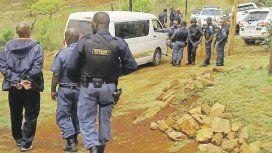 Tres personas fueron detenidas acusadas por violación, asesinato y posesión de restos humanos