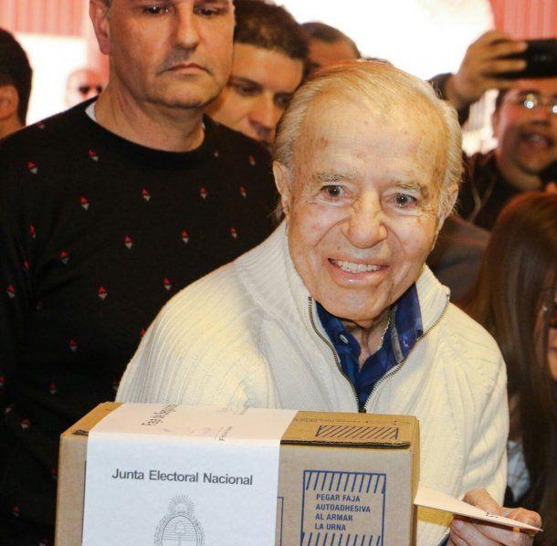 Carlos Menem tras votar en las últimas PASO<br>