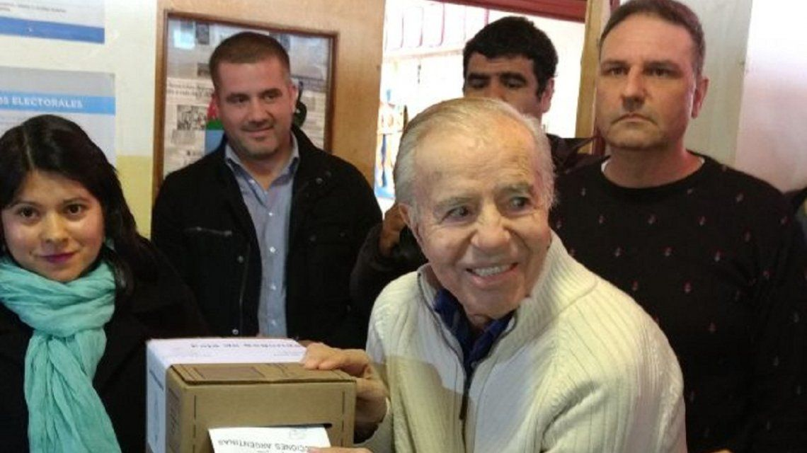 Carlos Menem votando en las PASO