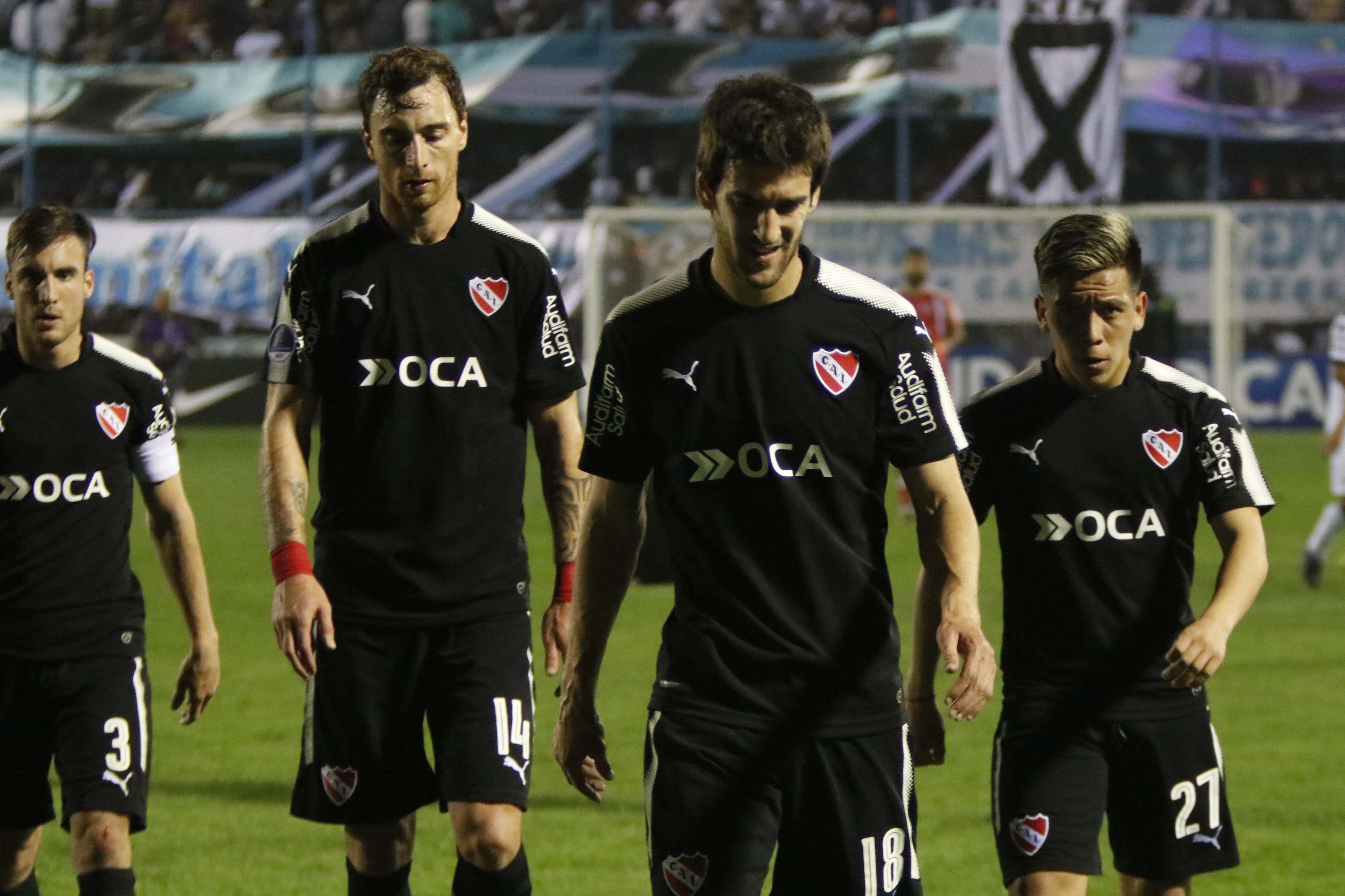 Desazón de los jugadores de Independiente tras su visita a Tucumán