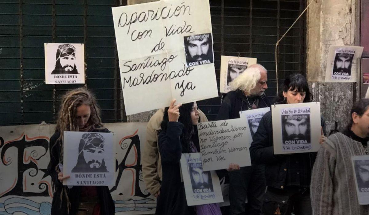 La familia de Santiago Maldonado desmintió que su celular se activara en Chile