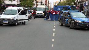 chocaron dos autos y un patrullero en belgrano: una mujer murio