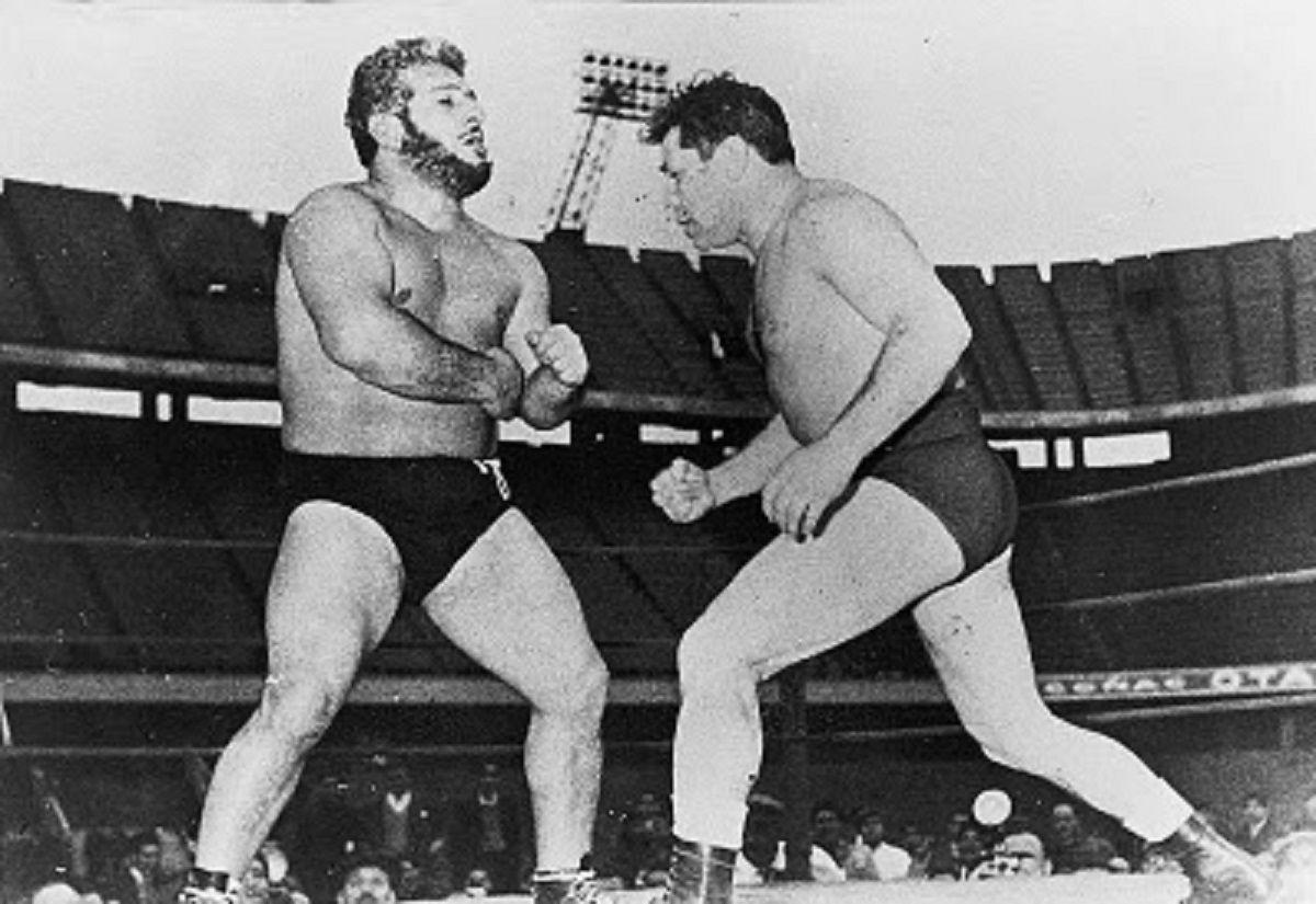 El experimento de hacer pelear a luchador con el boxeador no resultó