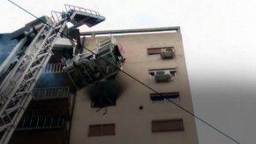 incendio en un edificio de palermo: rescataron a seis personas