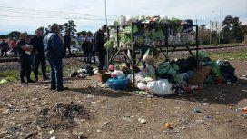 Un hombre que revolvía la basura la encontró en un contenedor